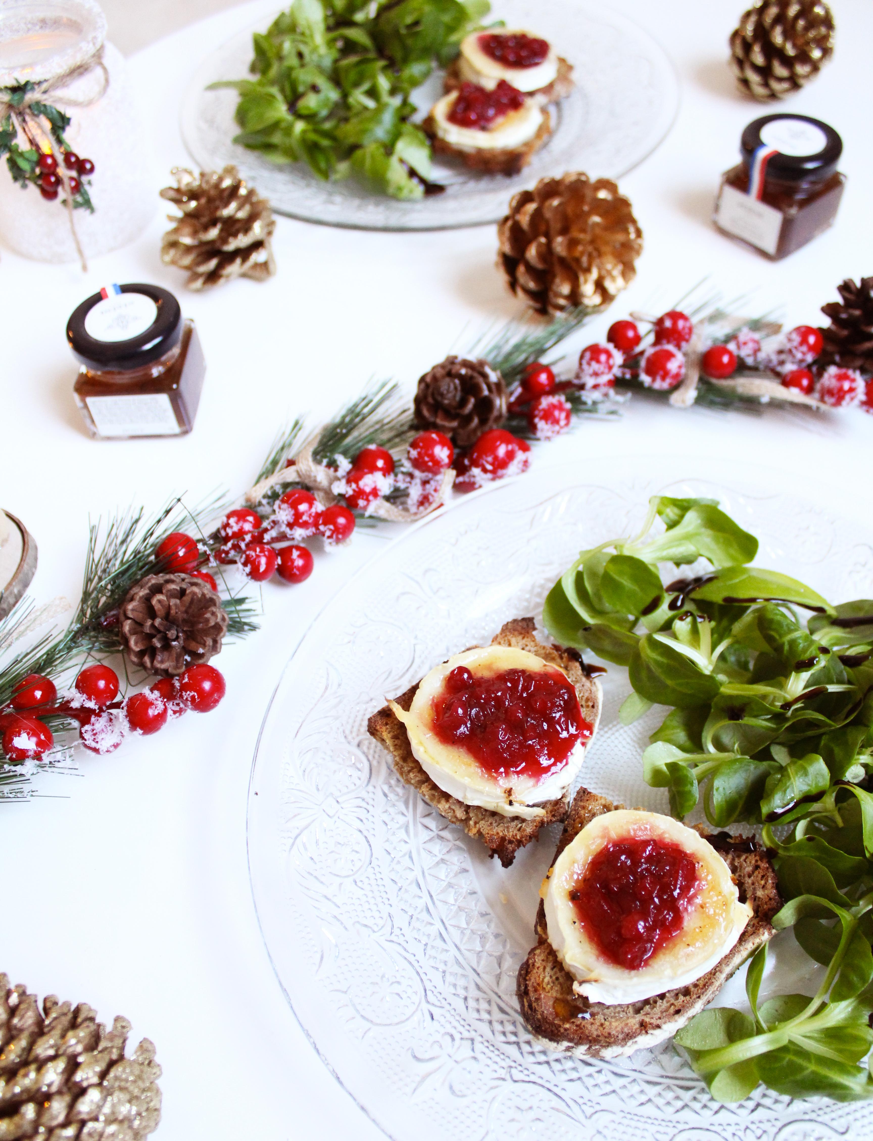 Entrée de Noël : Toasts chèvre-miel et airelles