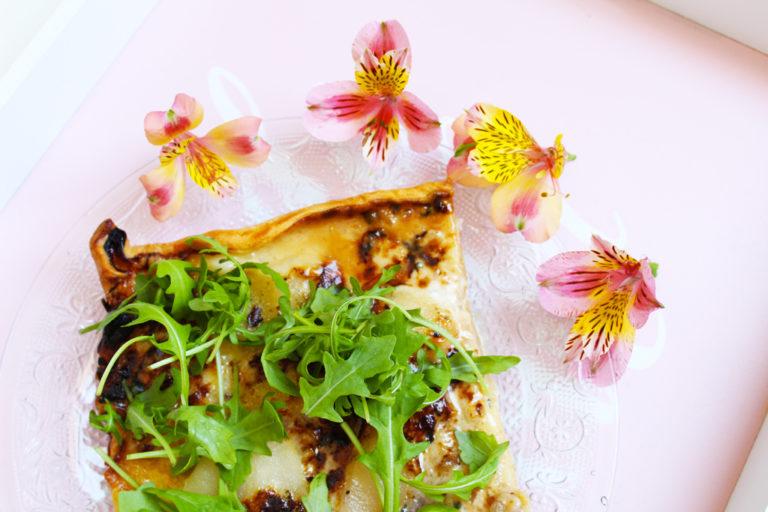 Plat : Pizza rectangulaire aux poires, roquefort et miel